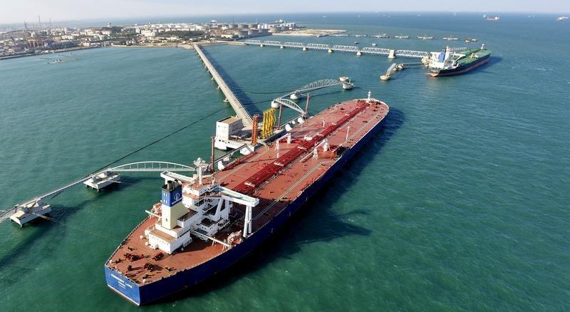 Porto de importação de petróleo em Qingdao  9/11/2008 REUTERS